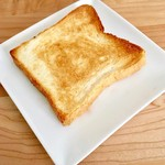 ダズン フォー - トキめき食パンをトースト。表面のカリッとした食感は他にはなかなかないほど美味。