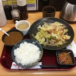 茶和 - 豚肉野菜炒め定食680円、チョイ足しカレー70円