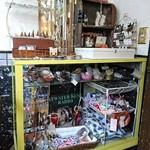 ダズン フォー - 店の奥には何故か雑貨の販売コーナー
