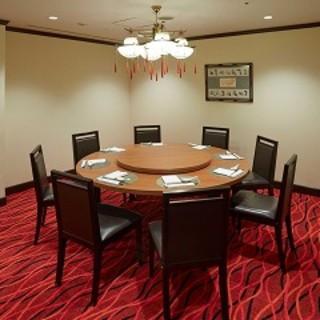 お食事を楽しみながらごゆっくりとお寛ぎいただける個室