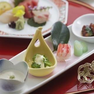 季節感を大切にした日本料理店「むさし野」。