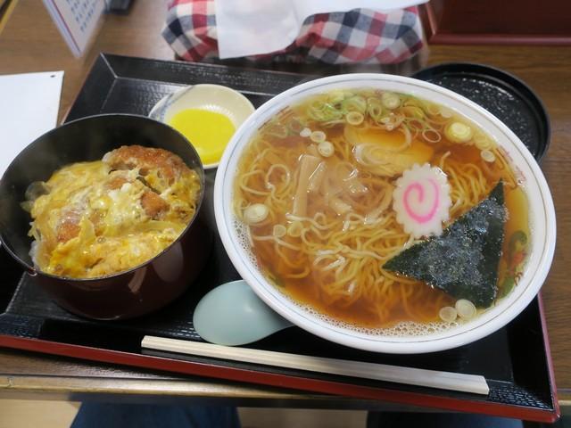 善助屋食堂 - 半カツ丼ラーメンセット(¥1.050)
