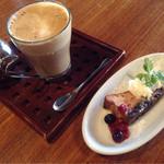 オリエンタル カフェ - カフェラテ、デザート