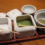 6324236 - 左より沖縄の塩、抹茶塩、山椒