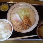 ごはん家 田島 - カキフライと目玉焼き定食 730円