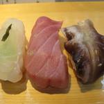 すすむ - 料理写真:平目の昆布〆・トリ貝・中トロ