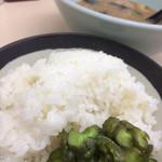 横浜家系ラーメン 田中 - ましてや大盛おかわりなど、愚の骨頂である。とは思っても美味いものは仕方がない。