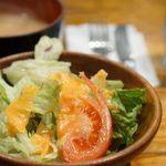 63250118 - 味噌汁、サラダ