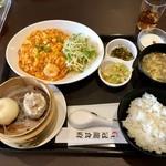 冠龍食府 - 選べるランチセット @1,050円 女性限定で今なら@500円! 多めのごはん。少なめでお願いするのを忘れていました。
