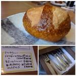 シュタットマインツ - ◆パン・・プレッチェル生地で美味しい。 カトラリーはテーブルの引き出しに入っています。