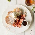 フレッシュ苺のチョコフォンデュパンケーキ