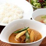 シンガポールチキンカリー(スープ、サラダ付)