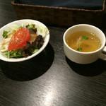 オクトパス・ガーデン - スープとサラダ…普通っぽいです。