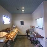 スー・フランシュ - 午前中ははパンがぎっしり^^ブルーの天井が可愛い!
