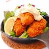 大ぶりの牡蛎フライ~ピリ辛タルタルソースかけ~