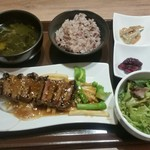 purachinafisshuga-denkicchin - 牛ステーキ、バター醤油ソース。