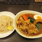 ベジスパ - 丸腸カレー1,350円。辛さ8辛・野菜(玉ねぎ・キャベツ)増量。 ライスは玄米Mサイズ。