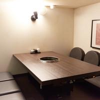 【小上がり】完全に区切られた個室。天井が低くて隠れ家的でオシャレな空間を!