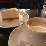 フランソア喫茶室 - トップフォト コーヒーとニューヨークチーズケーキ