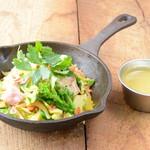 野菜を食べるカレーcamp - 春キャベツと菜花のグリーンカレー