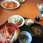6331902 - 海鮮丼ランチと魚介のトマトパスタ。