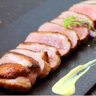 当店一番人気♪きめ細かな肉質が特長の鴨のオーブン焼き◎