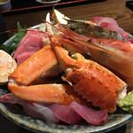 63312211 - 極上海鮮丼(アップ)カンパチ、カツオ、ズワイガニ、下にはめかぶ