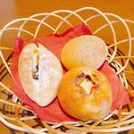 ブーランコ - 左からドライフルーツ、白あん、オレンジカスタード♪
