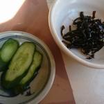 森樹 - かつ丼の漬物と昆布