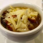 63318168 - オニオングラタンスープ。                       玉ねぎの甘さか際立つ美味さ。                       ボリュームも満点。                       プラス410円で楽しめます。