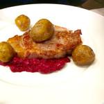 63318171 - ハムステーキ。カシスソースで。                        メインは魚か肉か選べます。
