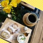 63320384 - フレンチトーストとコーヒー