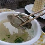 草津かき小屋 - 味噌汁の牡蛎はプリプリ