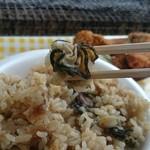 草津かき小屋 - 出汁がよくしみたかき飯の牡蛎