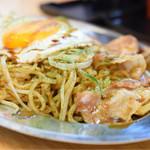 鉄板家シュウ - ソースやきそば イカ&エビ入り(中)@税込850円:むっちりとした生麺。茹で上げて、すぐに鉄板で焼かれる麺は、みずみずしさと弾力が違いますな〜