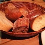 63324331 - お通しのパン