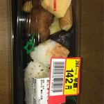 ヤオコー - 料理写真:おにぎりとおかずセット 半額 142円+税