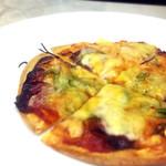 餃子とワイン屋 - ミックスピザ
