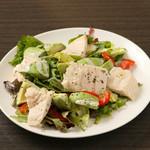 低糖質アボカドと鶏ハムの美肌サラダ
