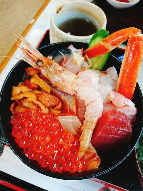 食事処 魚屋の台所 札幌市中央卸売場外市場店 - このボリューム!目が覚めます!