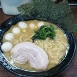 横浜家系ラーメン 町田商店33 - 無料ラーメン!麺硬、味濃い目、油普通、無料ウズラトッピング
