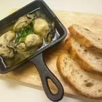 葡楽 ワイン処 - 牡蠣のアヒージョ