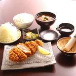 とんかつ たる蔵 - 料理写真:秀麗豚使用!特選ロースかつ定食