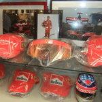 PIZZERIA IMOLA - イモラ店内展示品 キミ・ライコネン 07年本人使用済みフェラーリバイザー他