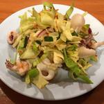 63362206 - 小イカと生野菜の辛味和え(ランチセットの一品/パッポンキッチン) 2017.3