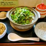 ラーメン暁 - 「カライパクチーメン」(950円)+「パクチー増量」(100円)、「ミニキーマカレー」(100円)