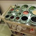 圍爐 - つけダレは15種類の調味料から自分で作る