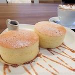 ラウンドポイントカフェ - 15:00〜17:30のメニュー 厚焼きホットケーキ450円
