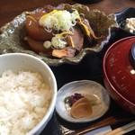 魚河岸食堂 - あら炊き定食