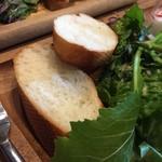 尼崎イタリアンVin Vin BAL - パンかライスが選べるけど、プレート的にパンにしました♪
